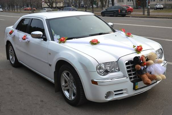 Chrysler 300C (белый)