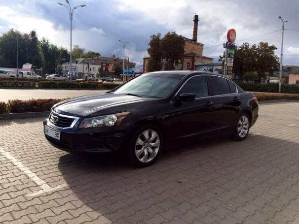 Honda Accord (черная)